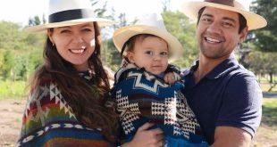 Rebecca Braak met haar gezin in Ecuador.